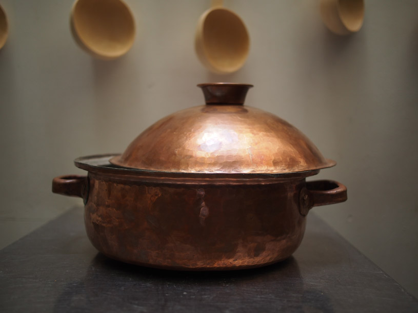the-traditional-handmade-copper-pan-marrakesh-shoppping