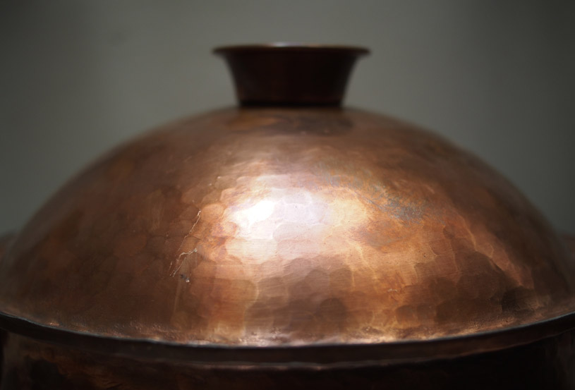 the-traditional-handmade-copper-pan-detail-shoppping