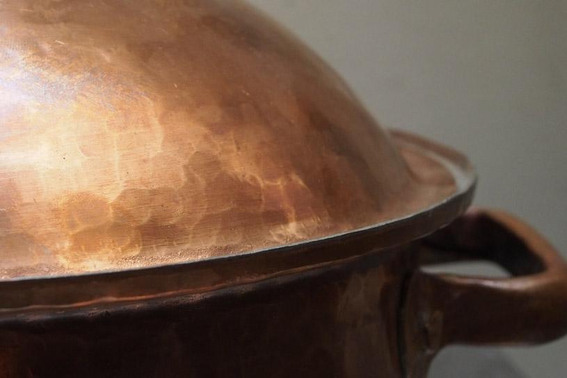 the-handmade-copper-pan-detail-shopping-marrakech