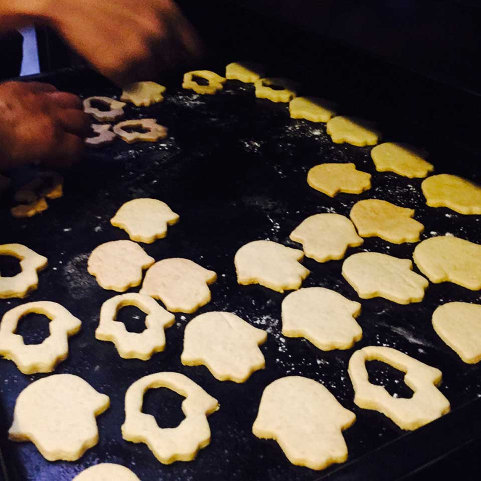 darkawa-riad-kitchen-cooking-medina-fatimahand-homemade-sables-cookies-lifestyle-6